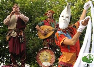 the Compagnia La Giostra performing in Monteriggioni