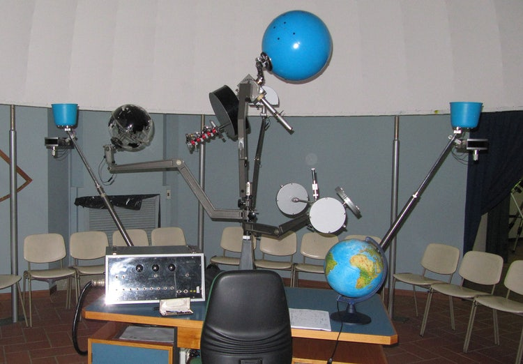Star maker at the Casentino Planetarium
