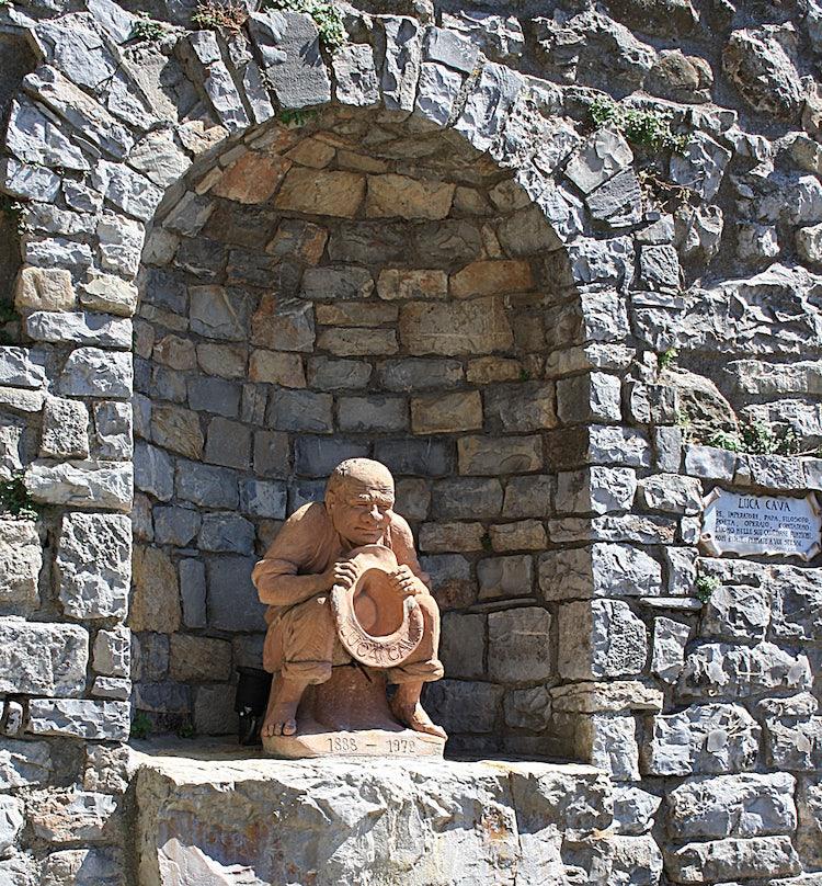Luca Cava Terracotta statute