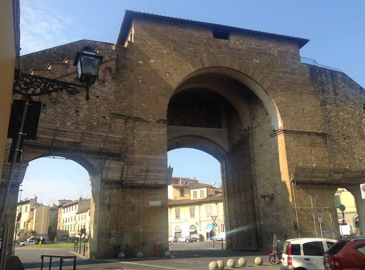 The impressive Porta Romana in the Diladdarno :: Visit Florence