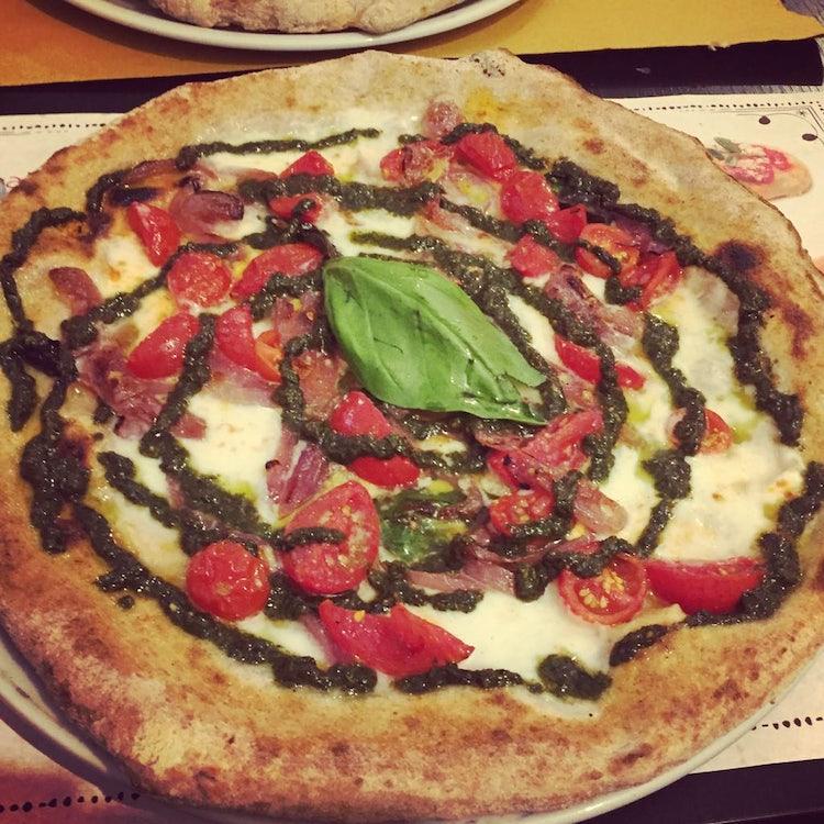 Pizza al Pesto e Cipolla