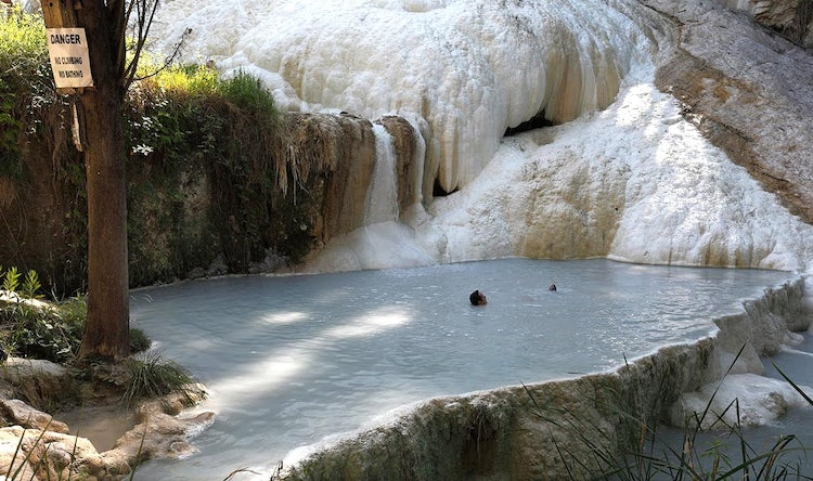 Hot springs in tuscany enjoy natural hot springs outdoors in bagni san filippo - Bagni san filippo hotel ...