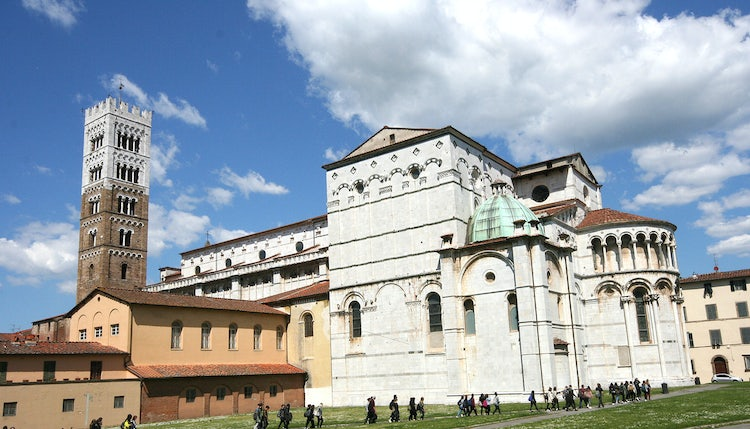 Lucca: DiscoverTuscany team Reviews the Best Tours Departing from Pisa