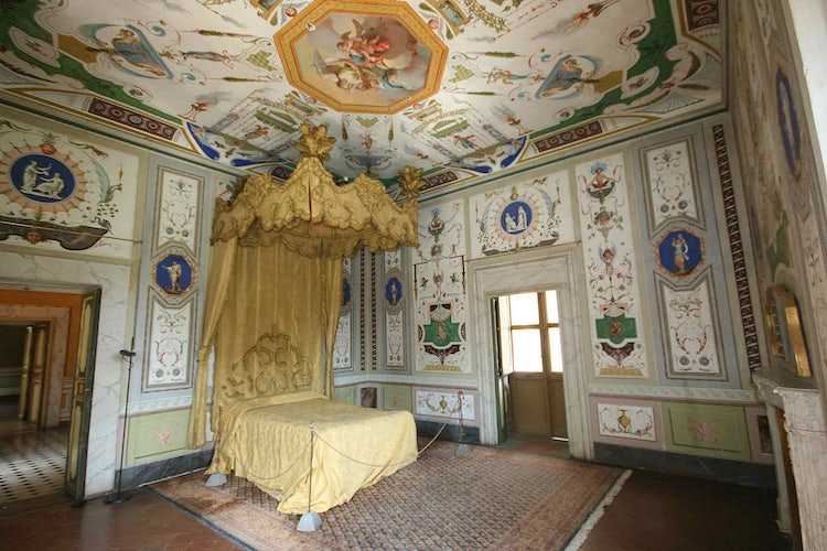 Bedroom suite and frescos at Villa Mansi