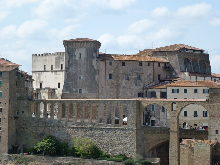 Visit Pitigliano in Tuscany: Wine, Scenery, Etruscans & Little Jerusalem
