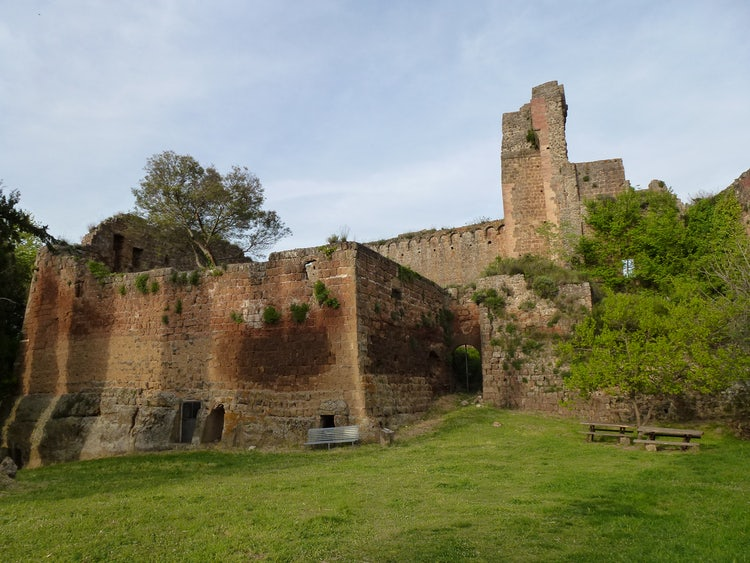 Sovana: The Prettiest Tuff Town in Tuscany