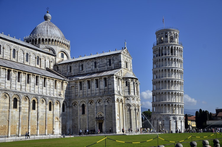 Plan a walking tour of the Piazza dei Miracoli