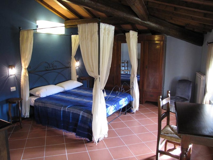 A simple yet exotic decor with bright warm colors at La Topaia vacation rentals in Mugello