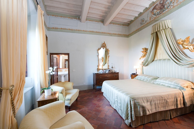Elegant and comfortable bedrooms with lots of natural light at vacation villa rental Cabbiavoli in Castelfiorentino