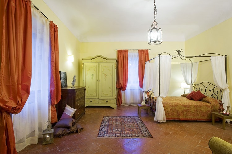 Kid-friendly Accommodations in Florence, Italy :: Bedroom at il Palagetto