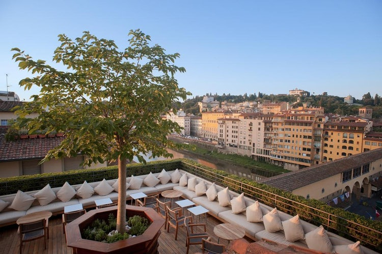 Continentale :: Top Ten Oltrarno Accommodations at Visit Florence