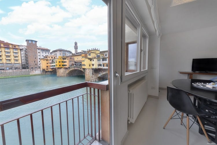 Old Bridge Apartments :: Top Ten Oltrarno Accommodations at Visit Florence
