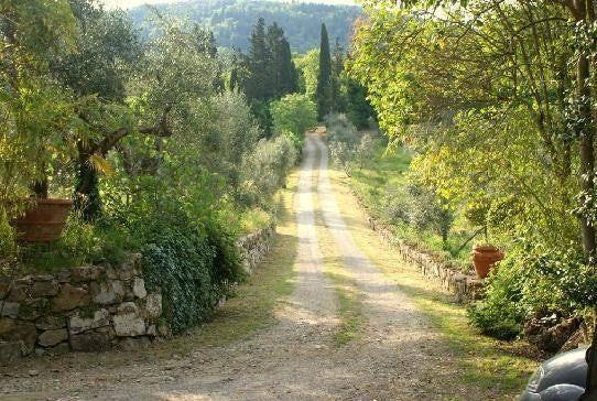 Podere Patrignone dirt roads in Chianti :: Discover Tuscany