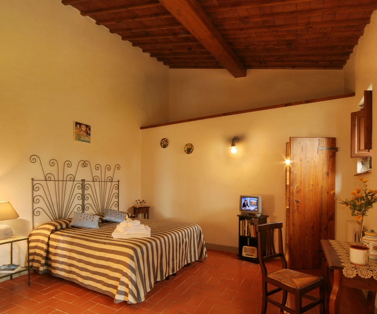 Large double bedroom at B&B Poggio al Sole