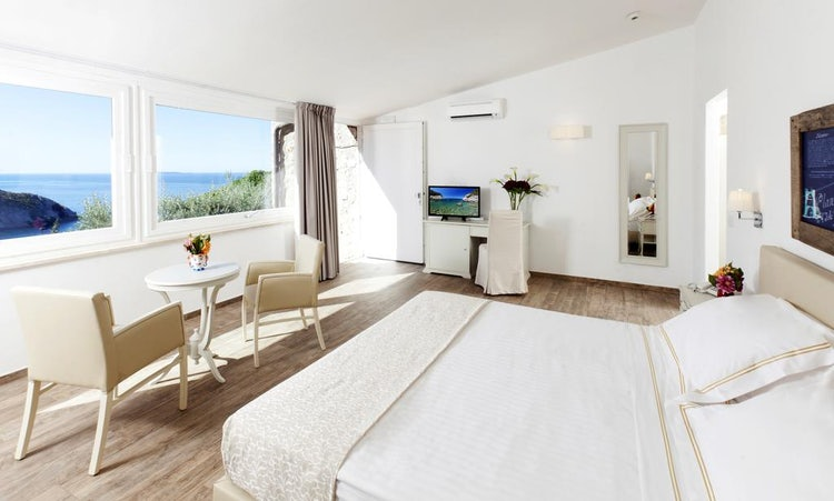 Hotel Torre di Cala Piccola: Rooms with a View