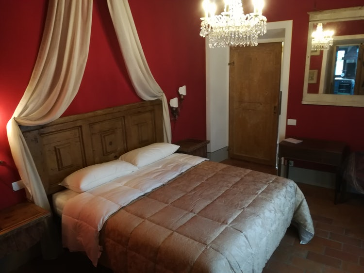 Elegant and Romantic Bedroom at Agriturismo Vicolabate