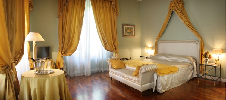 Romantic bedroom in Florence, Italy