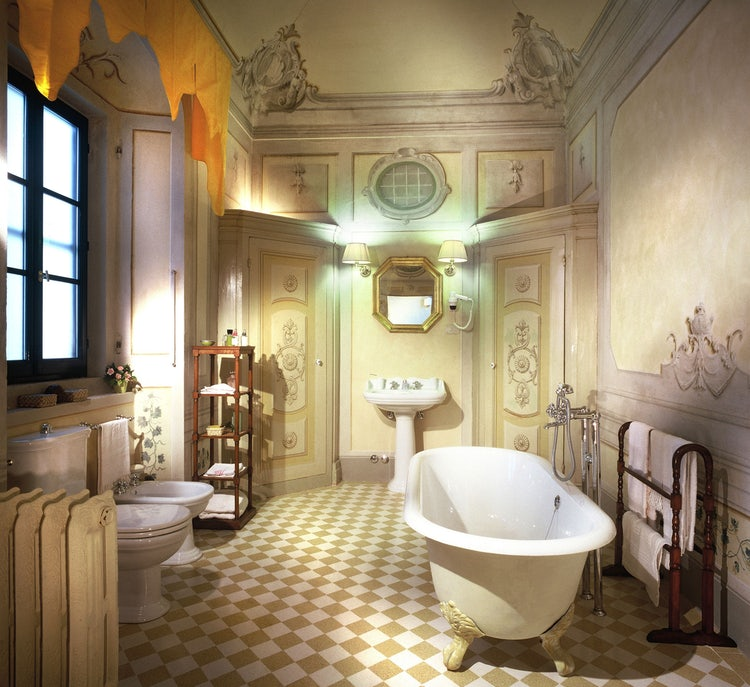 Romantic bathroom at Villa Poggiale