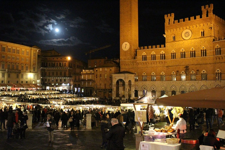 Christmas Markets and Mercatino di Natale in Siena