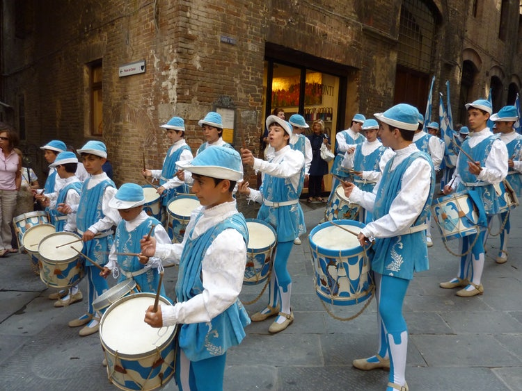Dressing up Medieval style in Tuscany