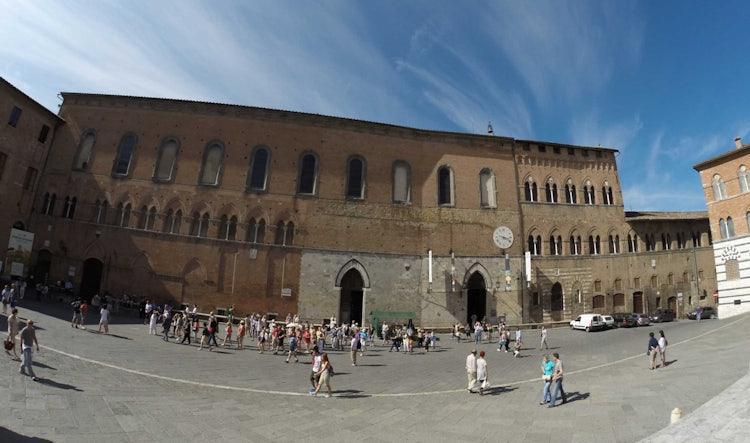 Navigating Santa Maria della Scala in Siena: Museum Facade