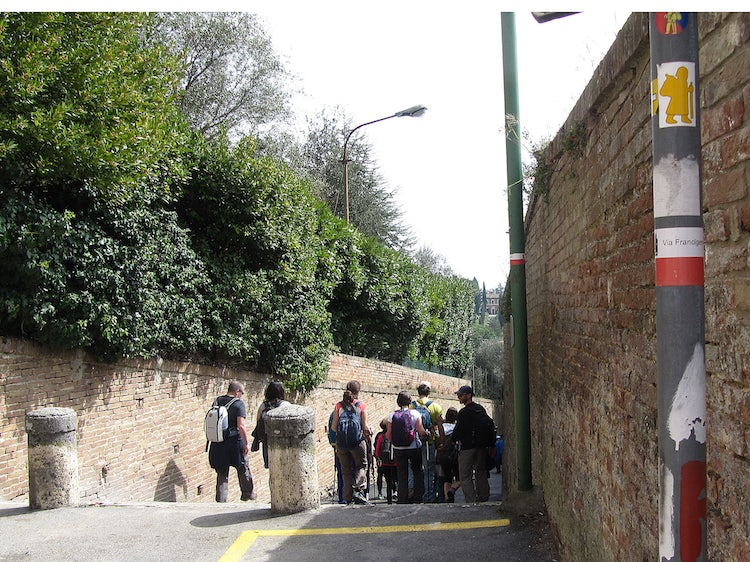 Turn right after Porta Romana in Siena for the via Francigena